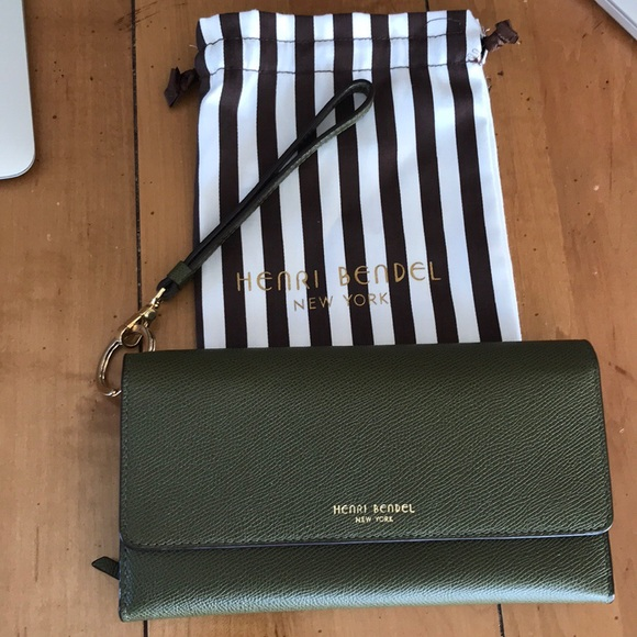 05722acdc2 henri bendel Handbags - Henri Bendel Uptown Out   About Organizer Wallet